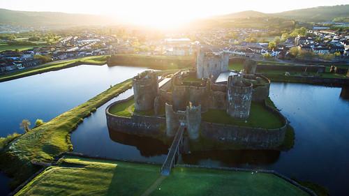 castle wales sunrise gales amanecer caerphillycastle aerialphotography castillo caerphilly drone djiinspire1