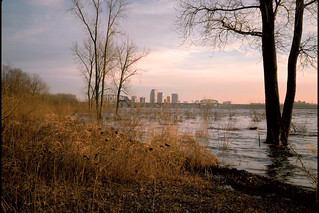 95a017: Looking SSE from across from Goose Island dike (near foot of Stansifer Ave.)