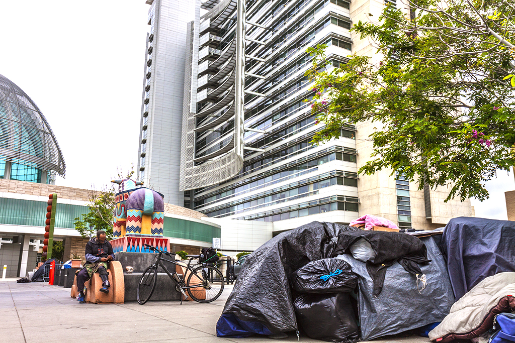 Homeless-on-the-fringe-of-City-Hall-in-5-15--San-Jose-3