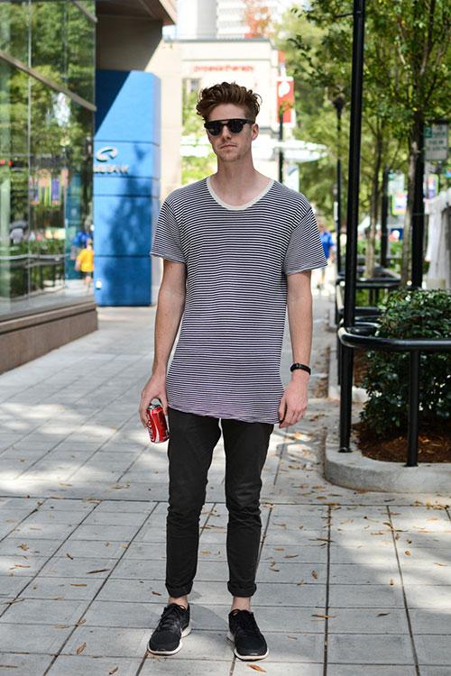 黒白ボーダートリムTシャツ×黒パンツ×Nikeフリー5.0 黒