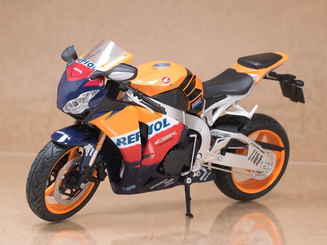 レビュー スカイネット 1/12バイク Honda CBR 1000RR (レプソルカラー)
