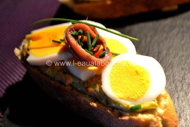 Tartine aux Oeufs  & Anchois sur  Mayonnaise d'Asperges © Ana Luthi  Tous droits réservés 035