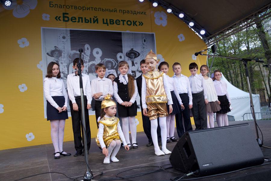 Воскресная школа храма св. Андрея Боголюбского на Волжском выступила на фестивале «Белый цветок»