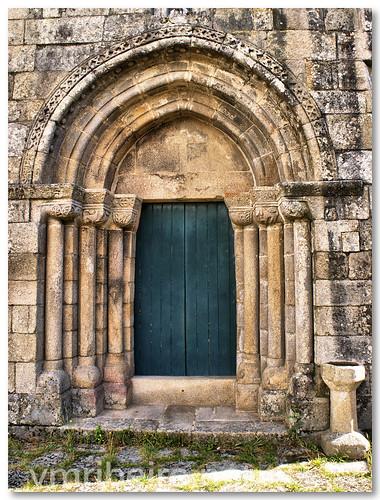 Portal principal da igreja românica de Boelhe