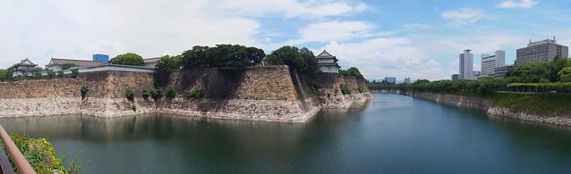 大阪城外圍城牆寬景照
