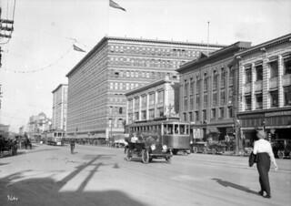 Eaton's store, Portage Avenue / Magasin Eaton sur l'avenue Portage
