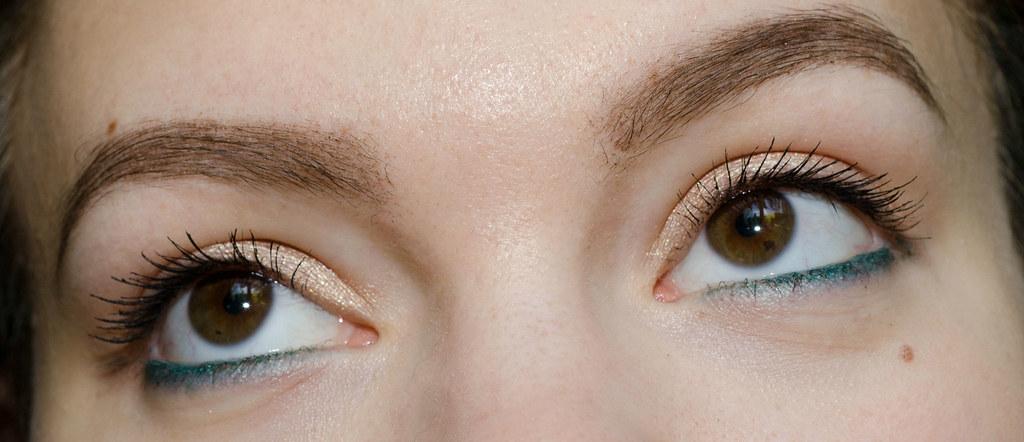 Chanel Stylo Eyeshadow и Sisley Phyto-Eye Twist swatches