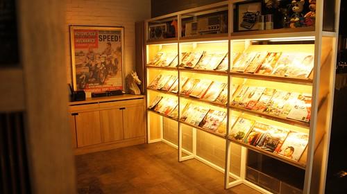 高雄排排饡排排讚!米蘭炸牛排在台灣也吃得到-一樓書報區