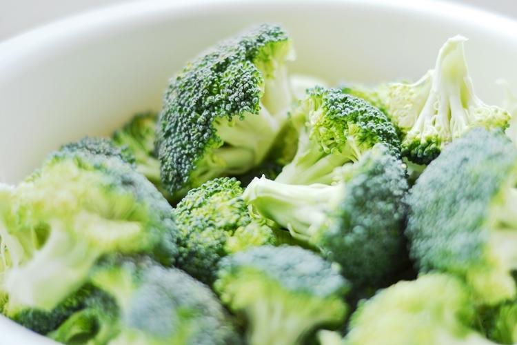 brokuły z sosem beszamelowym