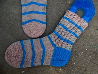 бежевые носки с синей полоской | ХорошоГромко.ру