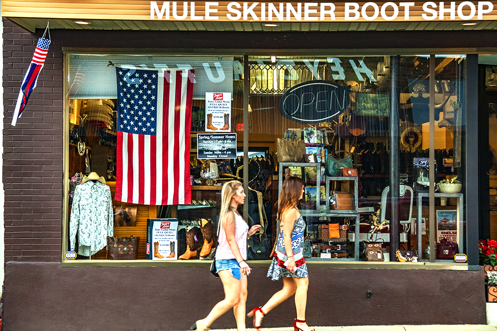 MULE SKINNER BOOT SHOP--Chelsea (MI)