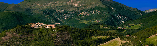 Looking at Montaglioni: flying from Valle Oblita to the Sibillini National Park (Umbria, Italy)