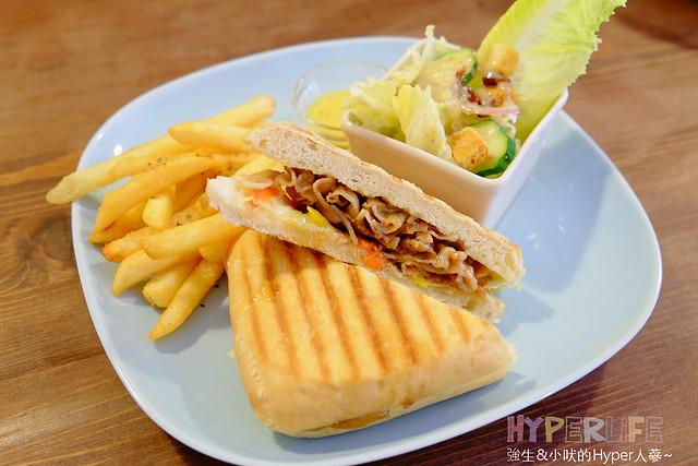 17318535265 0468522f31 z - 好逗Food.Cafe.Good Dog,小清新少女風咖啡店~帕尼尼不錯吃喔!