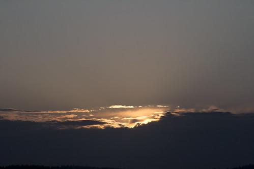 seattle sunset sky weather bronze clouds skies patterns lakewashington skyscapes taupe seattlewa cloudbank goldtones cloudlayers