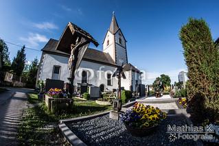 Kirche mit Friedhof