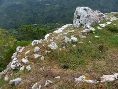 Restes d'enceinte au sommet de Punta di u Castellacciu