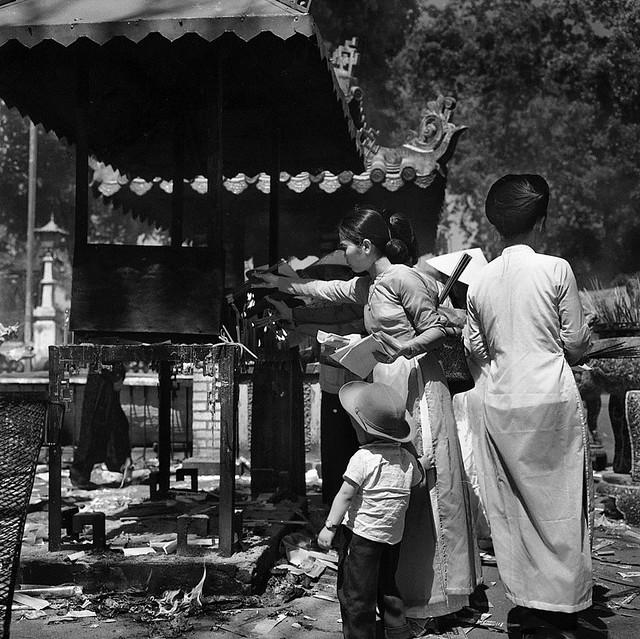 Saigon 1961 - Theo mẹ đi Lăng Ông