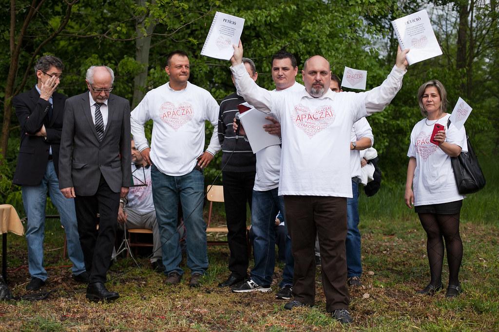 Tüntetés a nyíregyházi Apáczai gyakorlóiskola KLIK-hez kerülése ellen