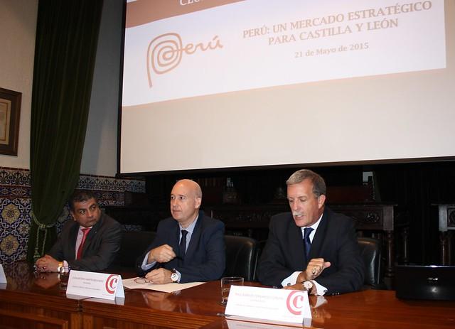 Exposición de Raúl Barrios Fernández Concha en el Club de Exportadores sobre Perú.