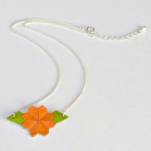 Jen & Tonic Flower Necklace
