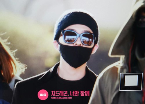 Big Bang - Incheon Airport - 10apr2015 - G-Dragon - With G-Dragon - 02