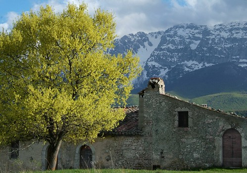 Pagliare di Tione and Mount Sirente on the 1st of May 2015