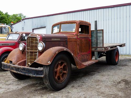 1934 Diamond T 211 Flatbed Truck
