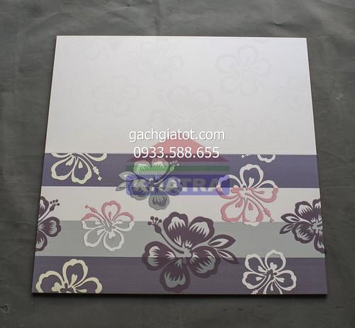 Gạch ốp tường đẹp hoa bằng lăng tím