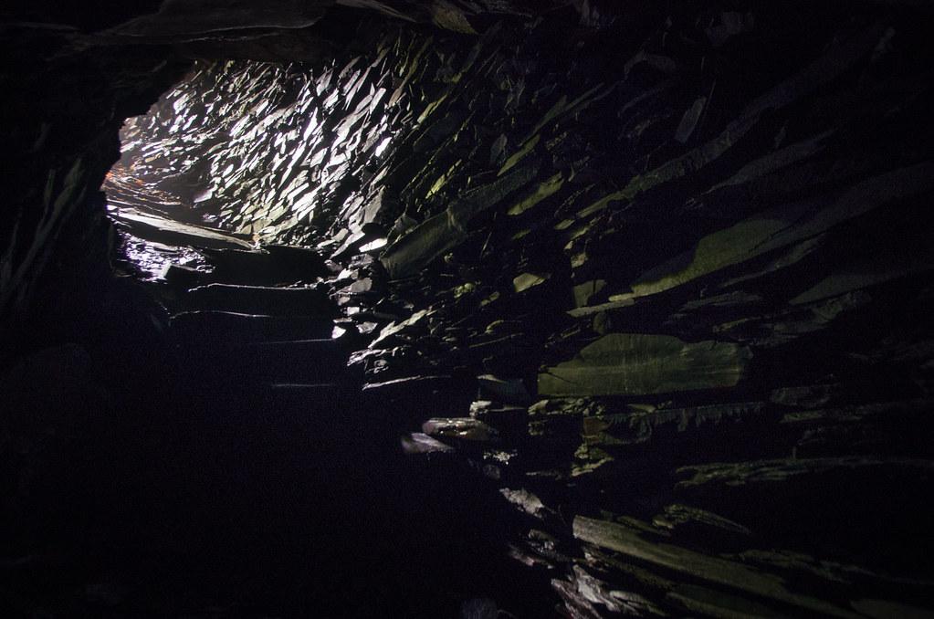 Tourisme vert en France -Ardennes - L'obscurité d'une ardoisière