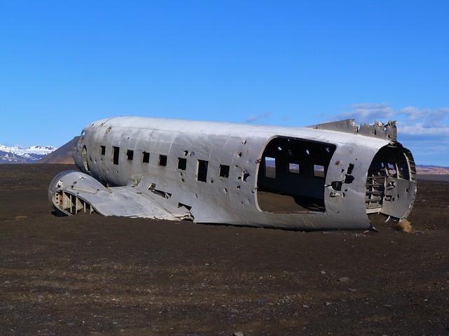 Avión abandonado en una playa de Islandia próxima a Vík