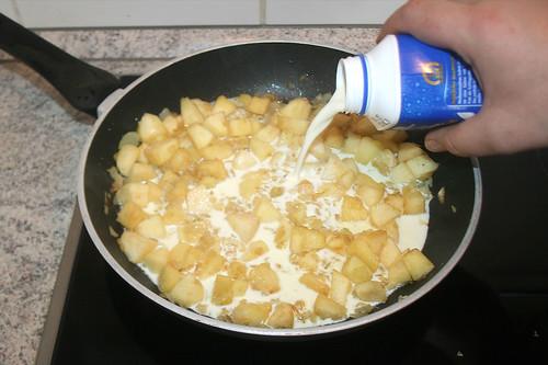 26 - Sahne hinzu gießen / Add cream