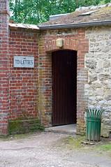 Entrée des toilettes publiques de Gerberoy