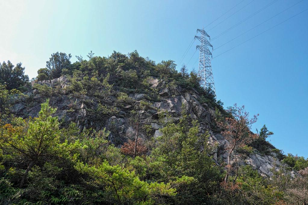 頭上の鉄塔