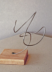 2005 - 'A twisting metallic CurI', an abstract metallic wire sculpture, I made in 2005; free image in public domain / Commons, CC-BY – painter-artist, Fons Heijnsbroek