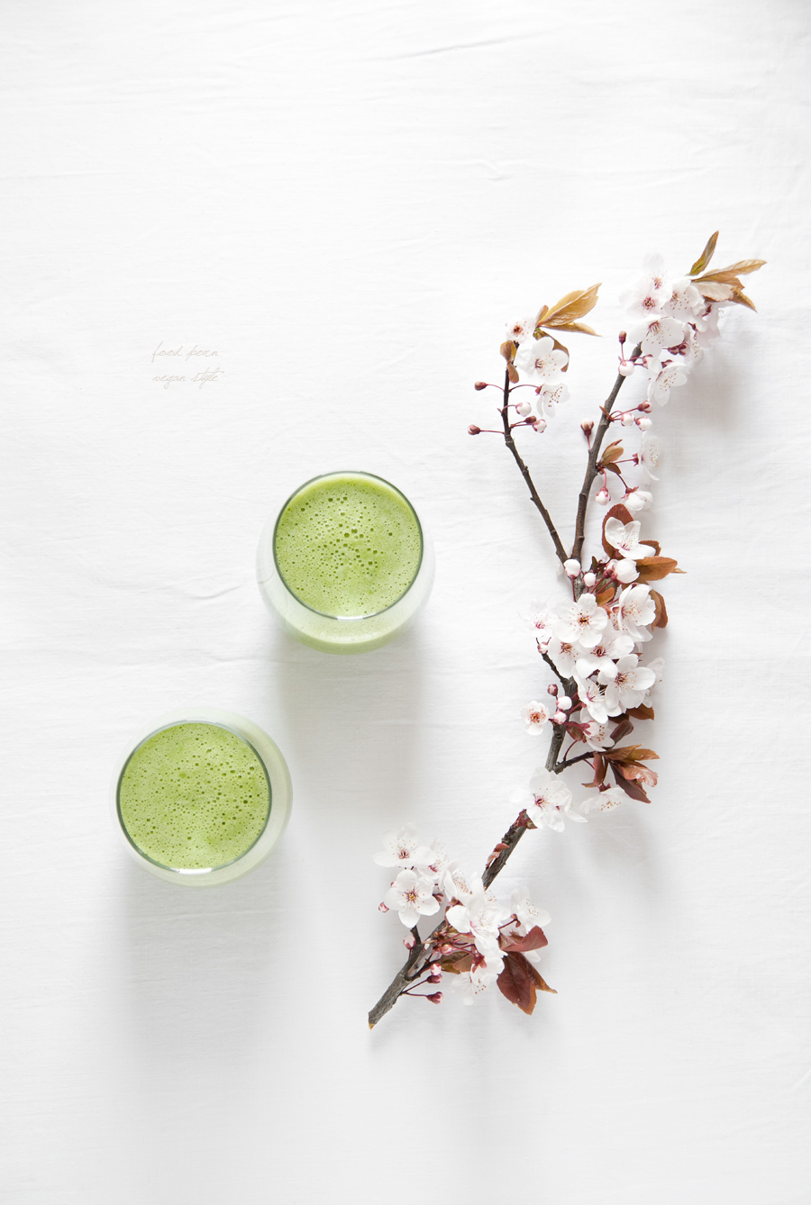 Green smoothie with pear, lime, spinach and wheatgrass juice