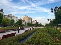 Avenue Charles de Gaulle in Neuilly-sur-Seine, Paris