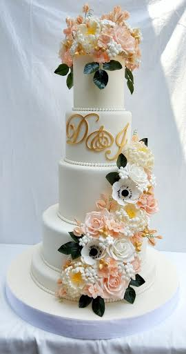Lovely Wedding Cake by Francisco Peralta