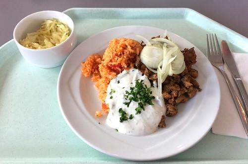 Pork gyros with fresh onions, tzatziki & tomato rice / Gyros vom Schwein mit frischen Zwiebeln, Tzatziki & Tomatenreis