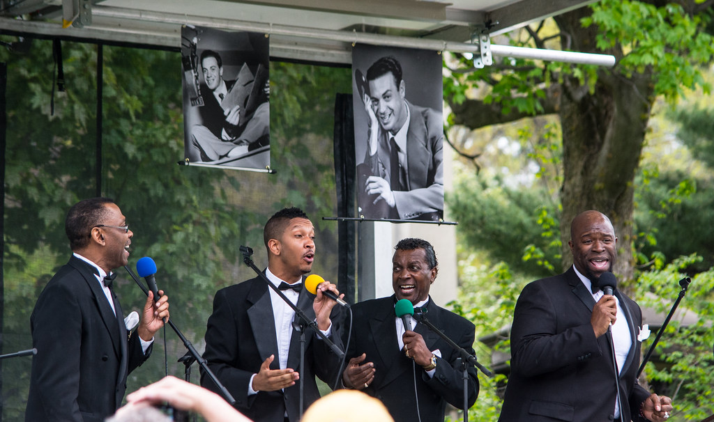 The Spinners - Alan Freed memorial dedication - Lake View Cemetery - 2016-05-07