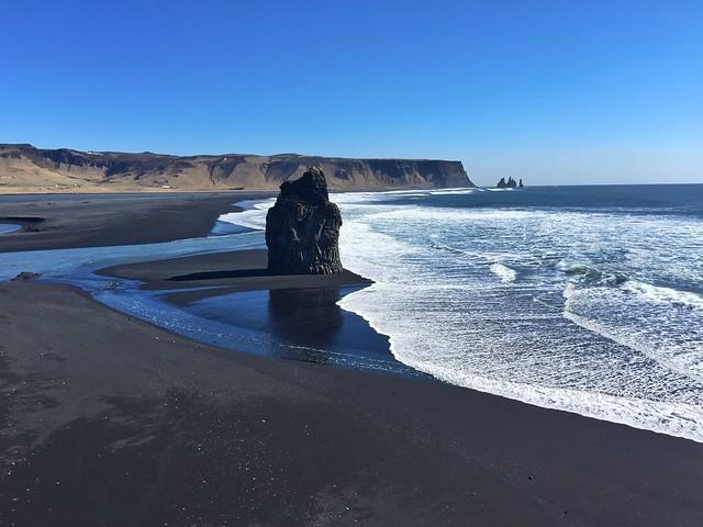 Vistas desde el promontorio de Dyrhólaey hacia Vík (Sur de Islandia)