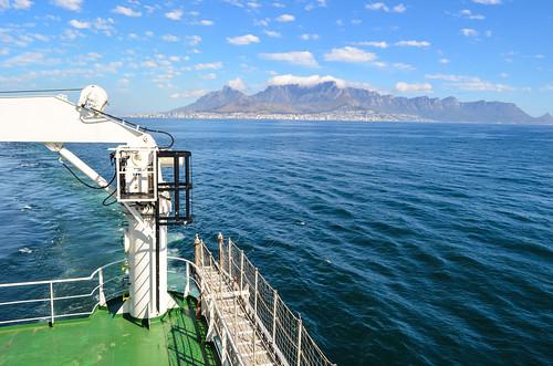 Bye-bye Cape Town, leaving by ship