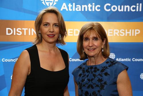 Annette Heuser, Paula Dobriansky