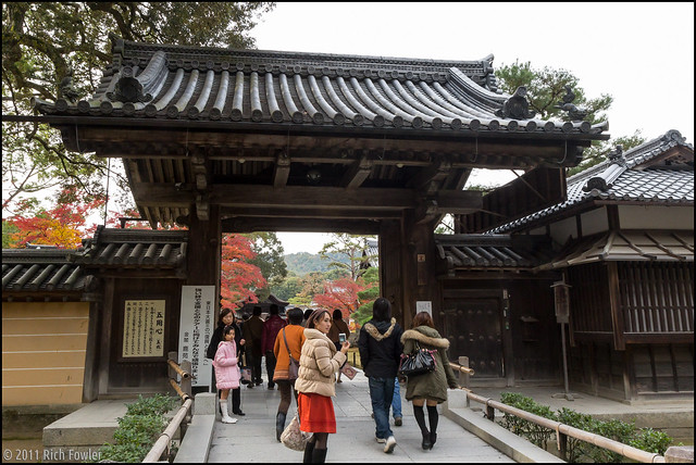 Entering Kinkakuji 3