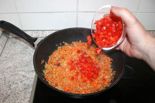 32 - Paprika addieren / Add bell pepper