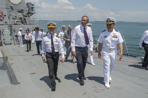 Singapore Defence Leadership Visit U.S. Navy Ships During IMDEX 2015