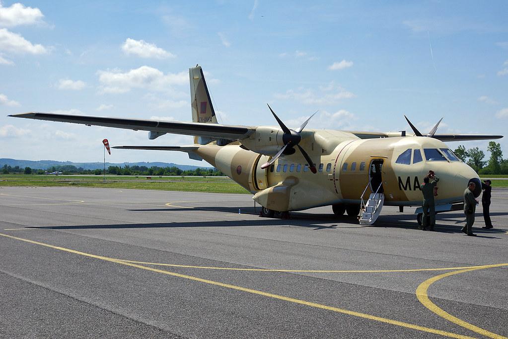 FRA: Photos d'avions de transport - Page 22 18109074638_b8d4920fa2_b