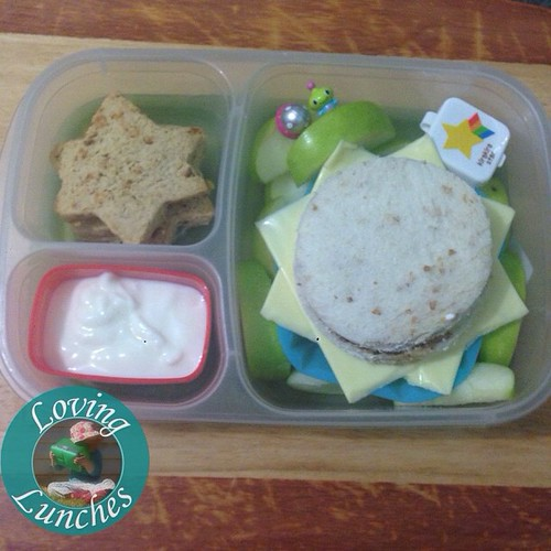 Loving being busy… finally getting around to sharing Monday's lunch for Miss M. Space themed inspired by @wendolonia 's #EverydayBento ❤️ in our @easylunchboxes #easylunchboxes