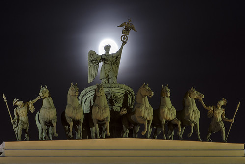 sculpture horse moon night stpetersburg russia nights triumphalarch sunrises saintpetersburg chariot palacesquare скульптура петербург луна дворцовая полнолуние арка lovelycity ночнойгород crepuscolosunsets генеральногоштаба
