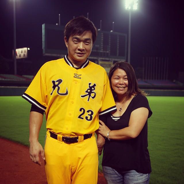 20150601 愛人無誤! (謹以此張照片宣告 我要減重) #我愛棒球 #我愛兄弟