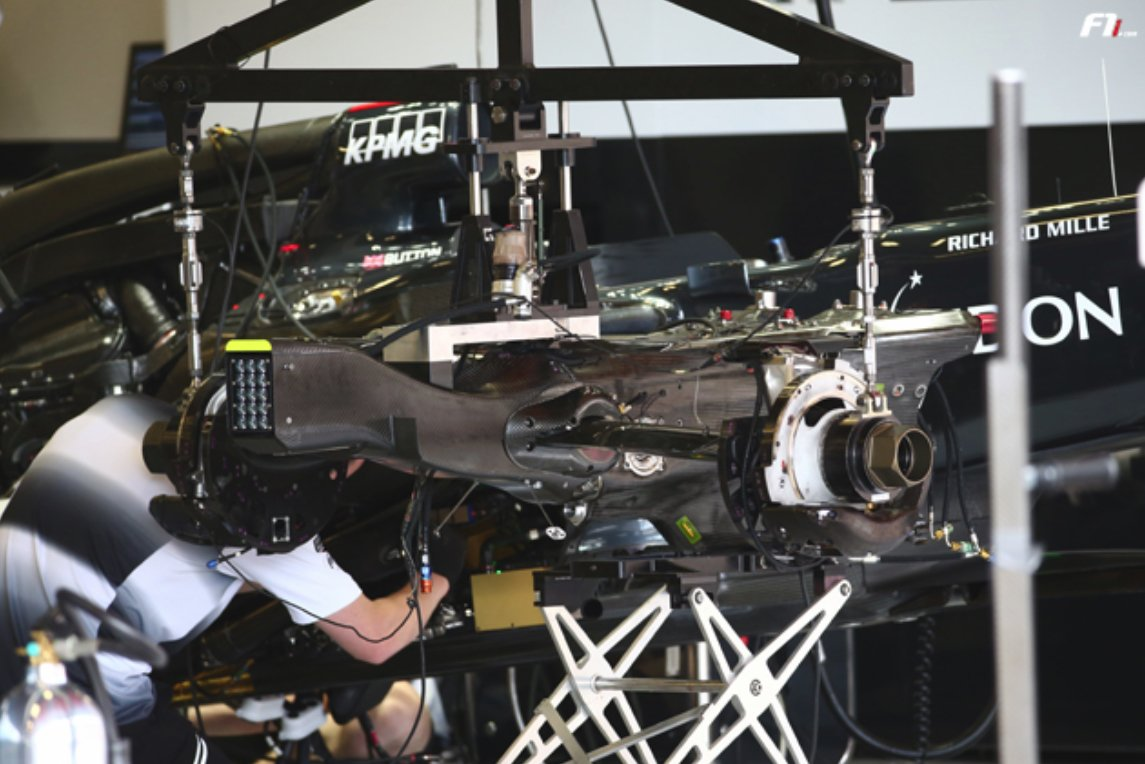 mp4-31-gearbox(2)